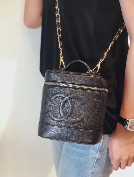62870370cc5ae3 【Vintage】 Authentic Chanel Caviar Leather Vanity Case, Luxury, Bags &  Wallets on Carousell