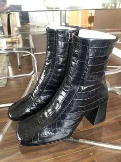 L'intervalle leather snake skin boots