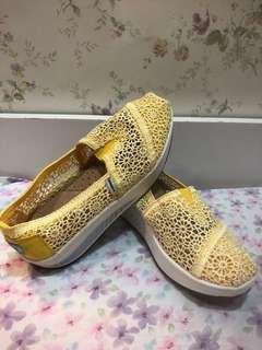 輕量厚底休閒鞋(黃)