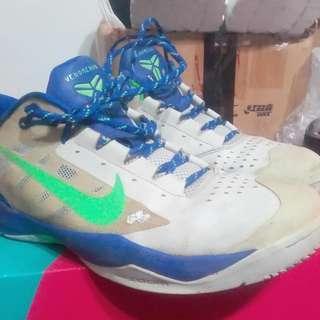 2手,kobe籃球鞋,US10.5號,鞋價已反應鞋況,別再問,300元。