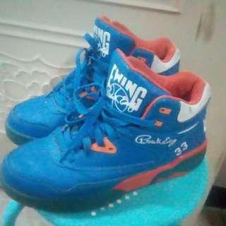 2手,Ewing籃球鞋,US9.5號,鞋價已反應鞋況,別再問,200元。