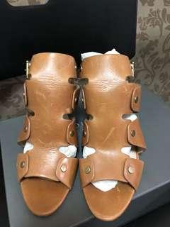 VINCE CAMUTO 復古率性皮革涼鞋 (附鞋盒)