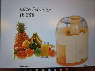 NEW KHIND JUICER Extractor free postage