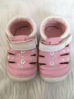 Mothercare pre walker / crib shoes