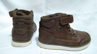 Brown boots for toddler