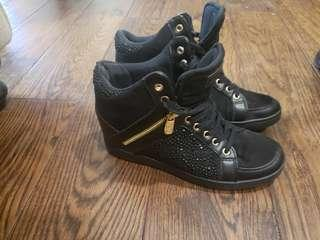Guess widg size 7.5