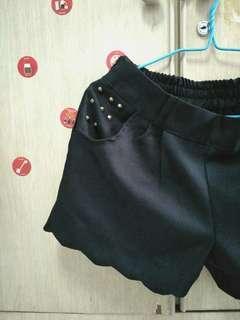 🚚 Studded Scallop Shorts