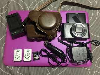 SONY WX500 vlogging camera with flip screen