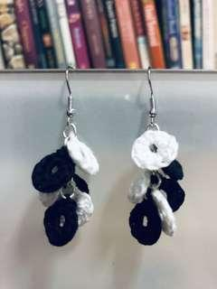 🚚 Black and white earrings to go!