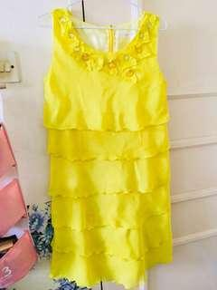 Dress M size very good condition no defects