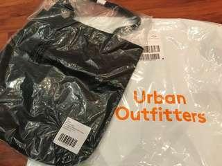 Urban Outfitters 自家製全皮黑色肩包