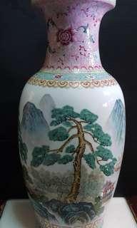中国景德镇制人物山水景花瓶