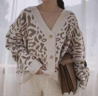 🚚 豹紋針織上衣(今年不可缺的單品)