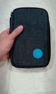 dijual clutch/pouch bahan kain kanvas cocok untuk ke mall2 bisa dipakai untuk cewek/cowok (unisex)  warna abu2 ukuran 12cm x 20 cm