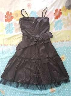 黑色晚禮裙👗 + 靚靚💖紗披肩