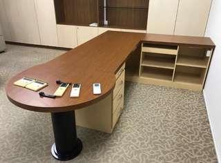 Office table (free giveaway)