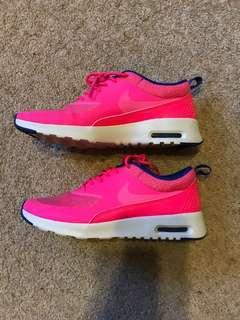 Nike Thea Max's