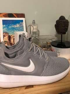 Nike Roshe in Grey and White size 10
