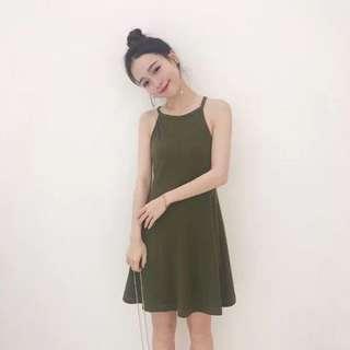 🚚 🎉5折現貨出清🎉0.13area   削肩細帶直條洋裝 • 黑、綠