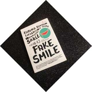 Buku Murah, Masih Segel - Fake Smile