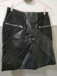🚚 H&M黑色皮裙