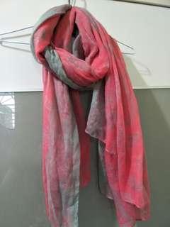🚚 粉灰色披肩圍巾