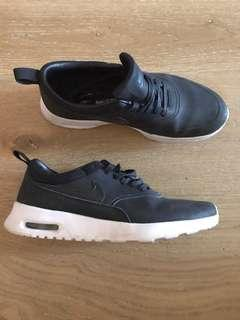 NIKE RUNNER 7 black leather