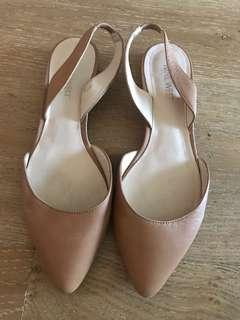 NINE WEST tan flat pointy shoes 7