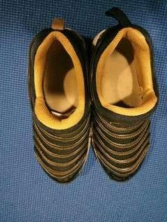 🚚 nike毛毛蟲運動鞋(35)22cm