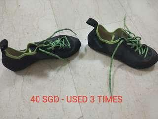 Claimbing shoes - size 39 (EU)