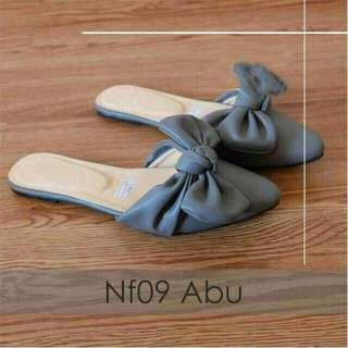 Sandal Slop Pita Miring