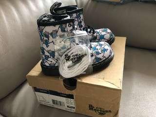Dr Martens 男女童鞋