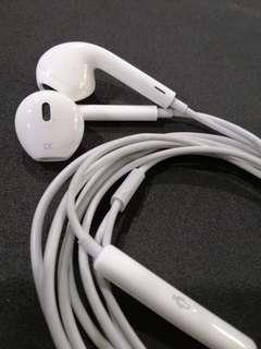 Apple Earpods with Iightning connector