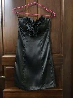 🚚 無肩帶緞面短洋裝