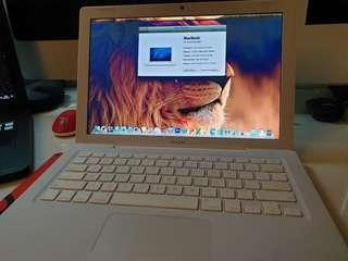 MacBook white 13 very new condition