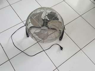 Medium Floor fan - kipas angin lantai ukuran sedang