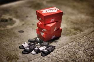 🚚 Nike Slippers Keychain with Shoe Box