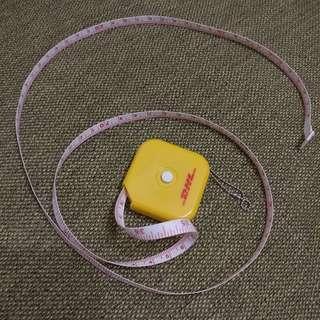 🚚 DHL紀念捲尺 量尺/捲尺/皮尺/文公尺/捲尺(魯班尺) 測量工具 圓形布尺 洋基通運 捲尺鑰匙圈 皮尺鑰匙圈