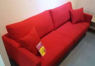 🚚 Red sofa