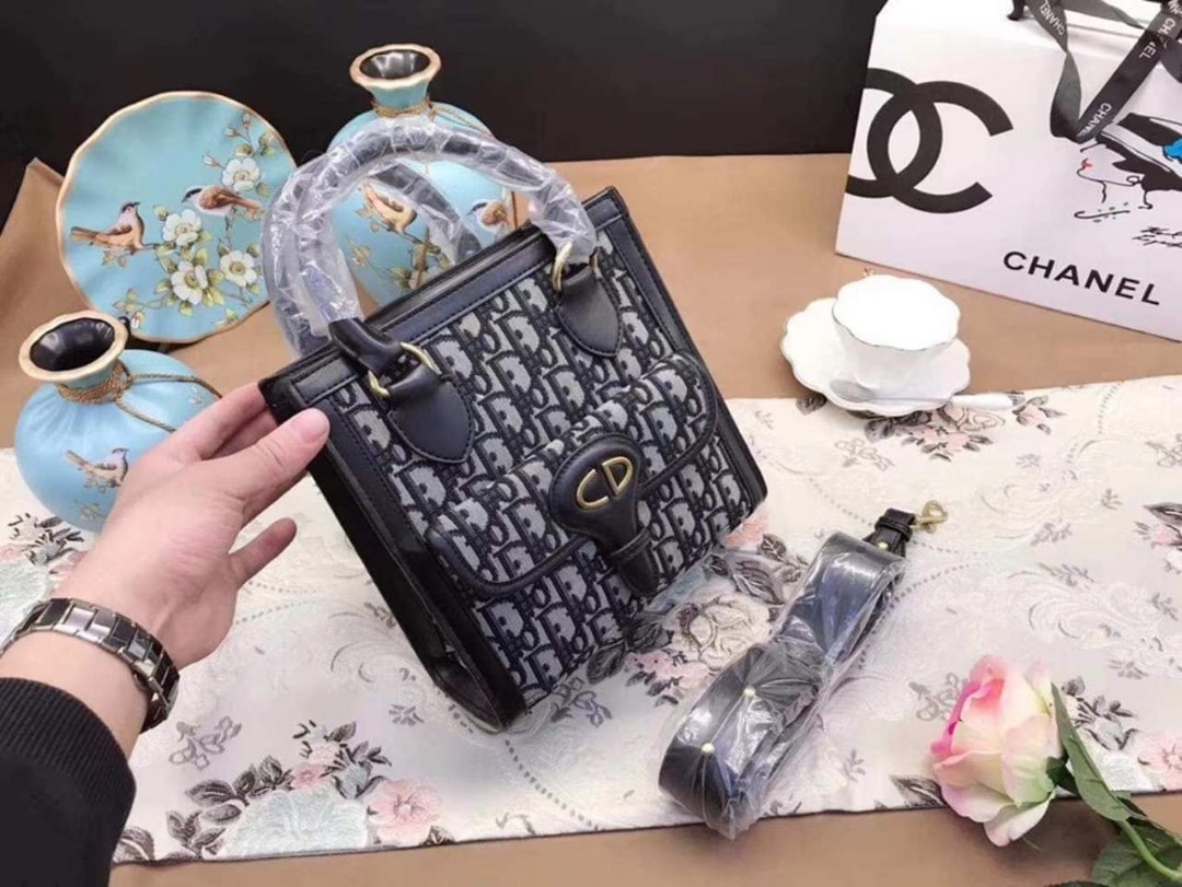 9ce90f08e42c Dior Hand Bag with Sling Authentic Quality