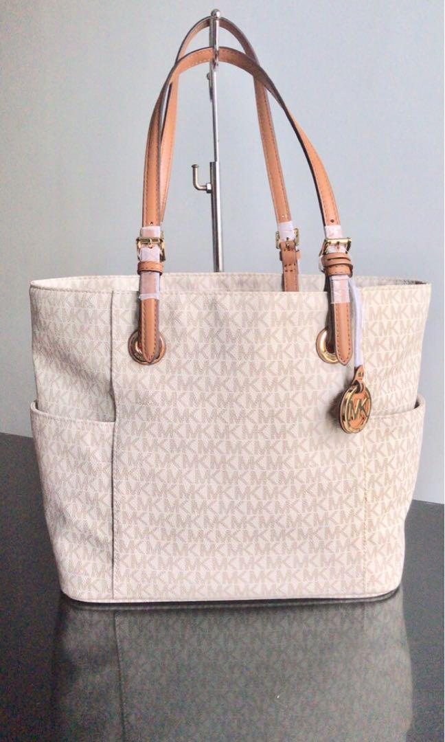 4ddd05ab48b3b5 Michael Kors Tote Bag, Luxury, Bags & Wallets on Carousell