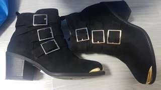 🚚 Free $5 voucher Starbucks/Cold storage - London Rag - Black Ankle Boots