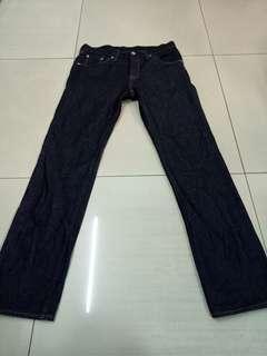 🚚 GU高磅數硬挺深藍原色直筒牛仔褲,適合30-31腰穿