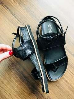 🚚 全新異材質拼接率性涼鞋