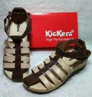 Sepatu sandal kickers