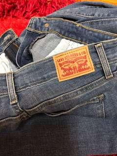 Authentic LEVI's jeans women 28 skinny jeans(repriced)