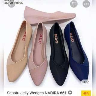 Sepatu nadira wanita