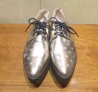 🚚 點點銀面厚底鞋