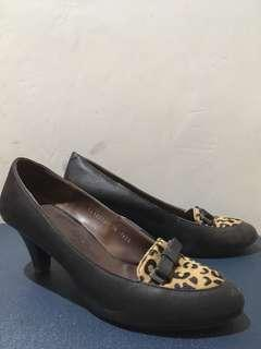Black hush puppies shoes size 38