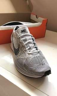 Nike Flyknit Racers White/Grey Mens Size 8 Womens Size 9.5